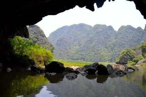 Tam Coc - une belle rivière précédant la Baie d'Halong