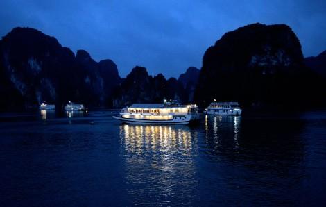 La Baie d'Halong de nuit