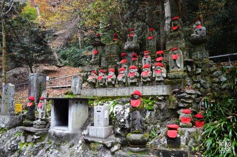 Takao Statues montagne